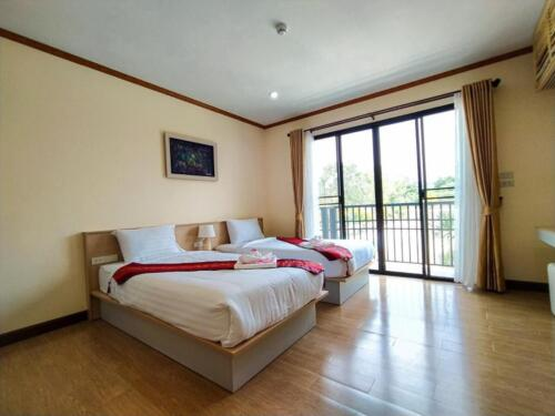 Deluxe Double or Twin Room 03